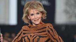 Jane Fonda fait ses premiers pas de mannequin lors de la Semaine de mode de