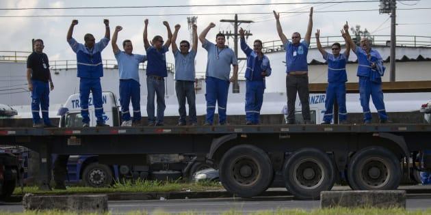 Com a rigidez do governo contra a greve, a expectativa é que os caminhoneiros comecem a se desmobilizar nos próximos dias.