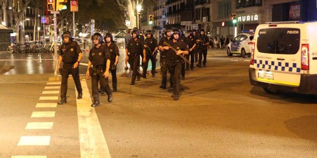 L'intervention policière des forces de l'ordre catalanes, sur les Ramblas à Barcelone.