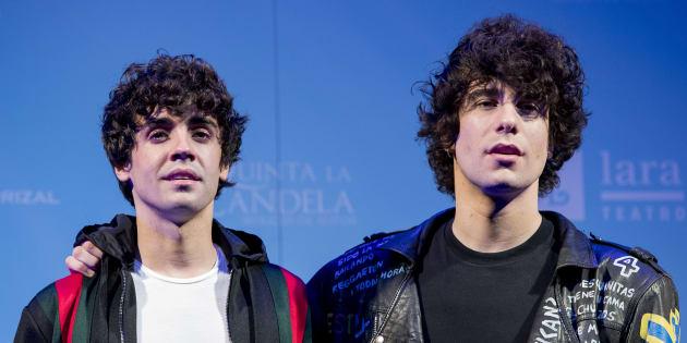 Los actores y directores Javier Calvo y Javier Ambrossi, en el 'photocall' de la presentación del musical de 'La llamada'.