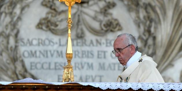 Le Pape François accusé d'avoir ignoré des cas de pédophilie sur des enfants sourds-muets.
