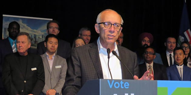 Alberta Party Leader Stephen Mandel speaks to members at the party's annual general meeting in Edmonton on Oct. 20, 2018.