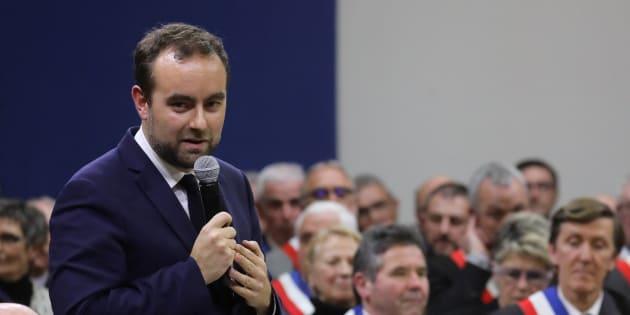 Le ministre Sébastien Lecornu lors du grand débat devant 600 maires à Souillac (Lot) le 18 janvier 2019.