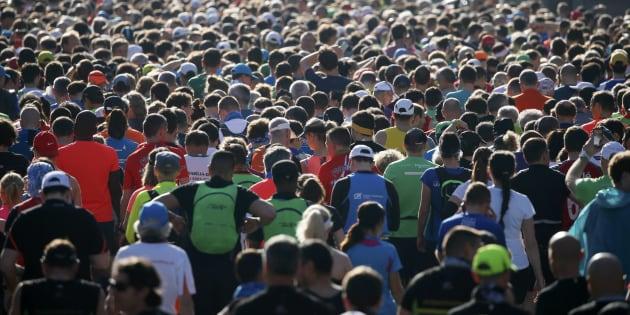Pourquoi les coureurs ne sont pas à l'abri d'une mauvaise surprise intestinale (Photos: des participants au 40e Marathon de Paris en 2016).
