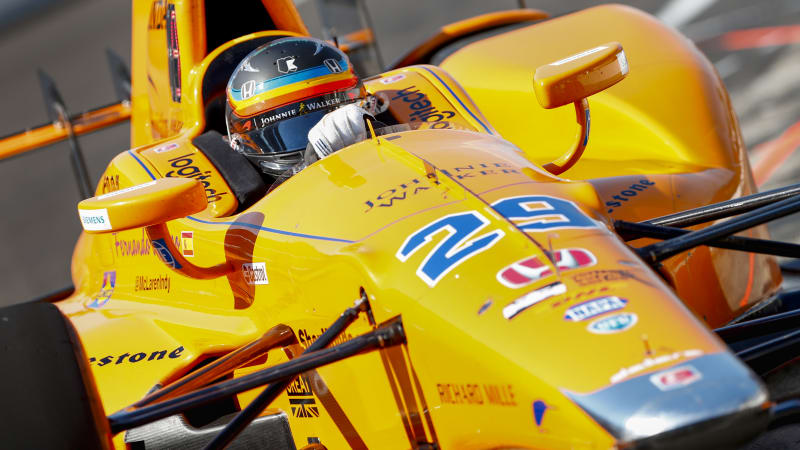 Alonso consults Andretti at first day of Indy 500 practice