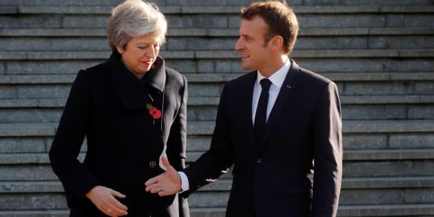 Theresa May et Emmanuel Macron, ici lors des commémorations du centenaire de la Première guerre mondiale, doivent s'entretenir par téléphone pour parler du Brexit.
