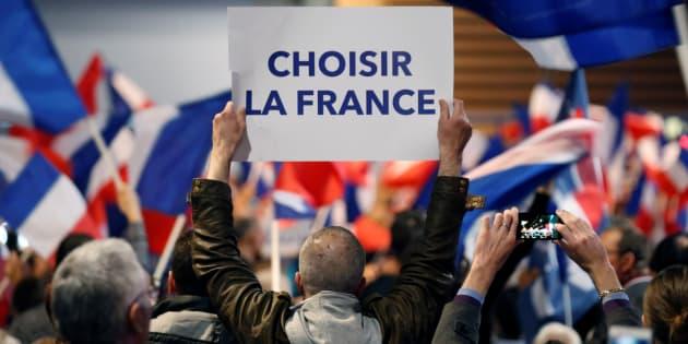 Des militants du Front national à Villepinte à proximité de Paris dans l'entre deux tours de la présidentielle.