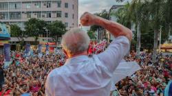 A militância que vai a Porto Alegre defender Lula: 'É o julgamento do