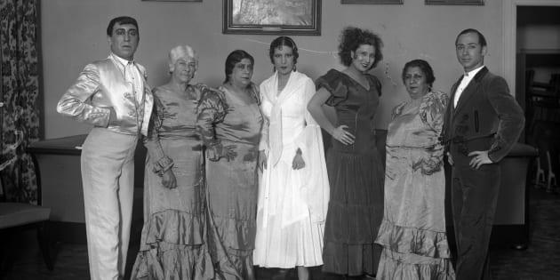 La Compañía de Bailes Españoles caracterizada para 'El amor brujo', 1933. De izquierda a derecha, Rafael Ortega, la Malena, Encarnación López (la Argentinita), Pilar López, la Macarrona y Antonio Triana.