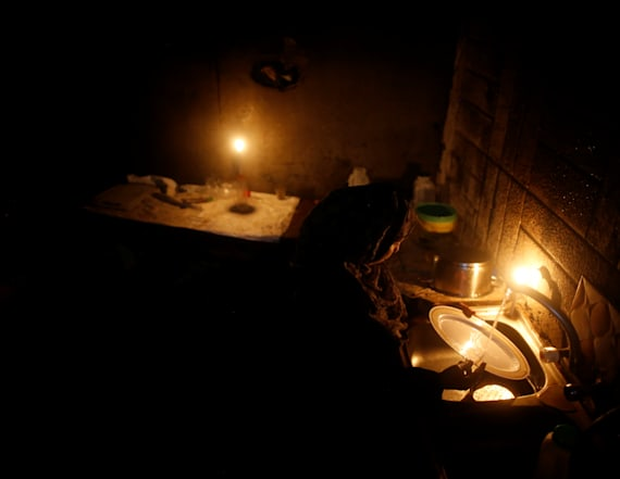 Beating extreme heat during a power crisis