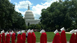Tout droit sorties de «The Handmaid's Tale», elles défilent contre la réforme de la santé devant le