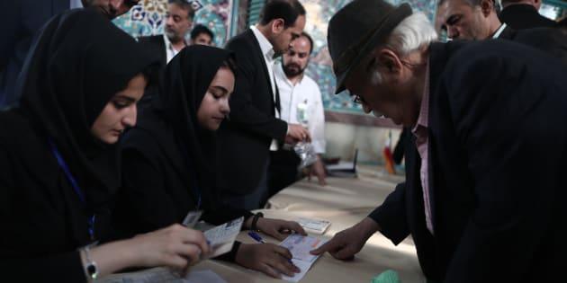 Les Iraniens vont voter pour ou contre l'ouverture du modéré Rohani