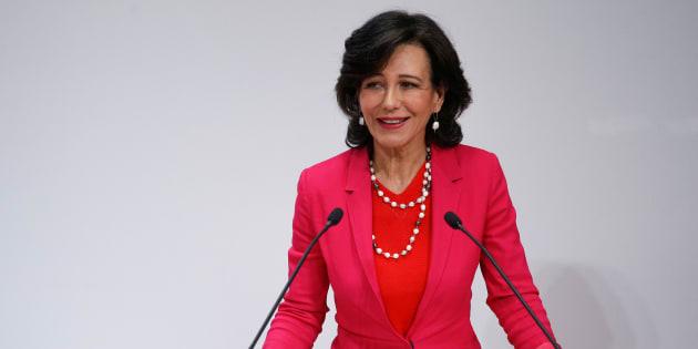 Ana Botín, presidenta de Santander, en una rueda de prensa tras la compra de Popular.  REUTERS/Juan Medina