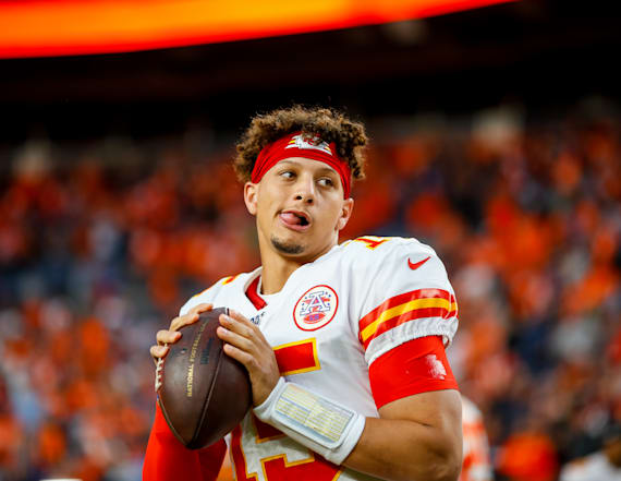 Mahomes expected to miss 3 weeks with knee injury