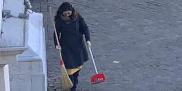 """Il sindaco cerca (e trova) la spazzina volontaria: """"È u"""