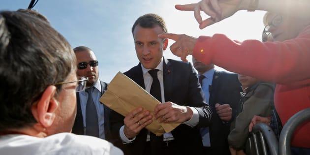 Un retraité interpellé pour avoir fait un doigt d'honneur à Macron dans les Vosges