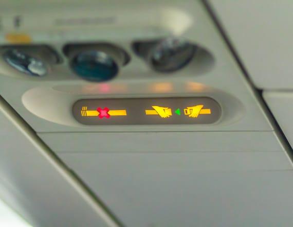 3 secret messages pilots send with seat belt signs