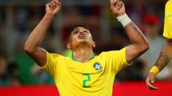 Thiago Silva amplia para o Brasil contra a Sérvia: 2 a