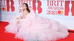 Dua Lipa a volé la vedette sur le tapis rouge des Brit Awards
