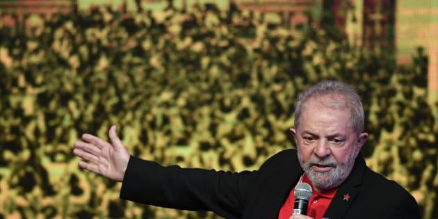 """""""Se tiver uma prova contra mim, diga, mande pra Suprema Corte, eu preciso. Eu ficaria mais sereno se fosse condenado por uma prova"""", disse Lula em coletiva."""