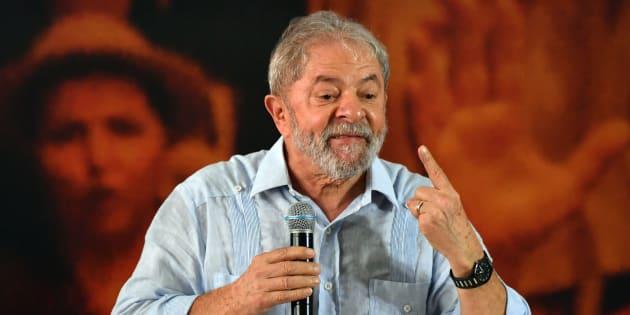 Embora em primeiro lugar nas pesquisas, Lula é ficha suja e tem baixíssimas chances de assumir a Presidência do País.