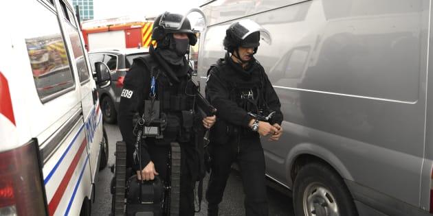 Des membres du Raid arrivent à l'aéroport d'Orly le 18 mars.