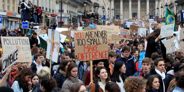 Cette marche qui répond à l'appel à la Grève mondiale pour le climat lancé par Greta Thunberg a réuni 29.000 personne selon la police, 40.000 pour les organisateurs.