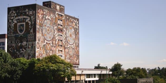 Vista del edificio de la biblioteca de la Universidad Nacional Autónoma de México que tiene murales en su fachada hecha por Juan O'Gorman y fue inscrita por la Unesco en la lista de Patrimonio Cultural de la Humanidad.