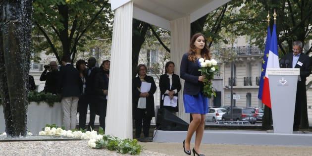 Une parente de victime, durant l'hommage national aux victimes du terrorisme à l'Hotel des Invalides à Paris, le 19 septembre 2016.