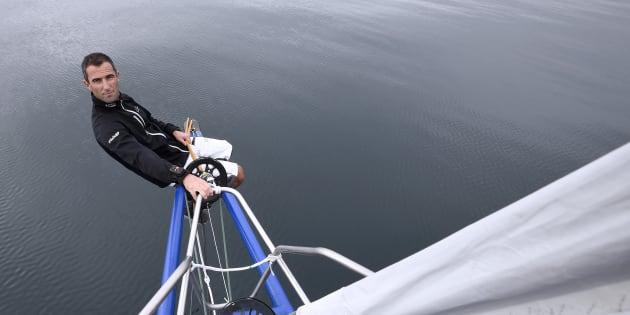 """Pour la première fois cette année, certaines embarcations du Vendée Globe seront équipées de foils, des dérives incurvées qui permettent aux monocoques de """"survoler"""" les flots. C'est notamment le cas du bateau Banque Populaire, emmené par le skipper français Armel Le Cleach ici en photo."""