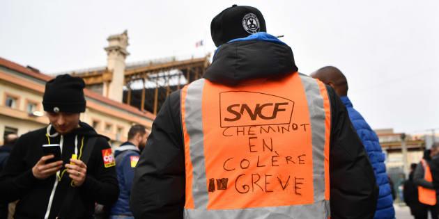 La réforme de la SNCF par Macron, c'est le service public français dynamité par l'Europe.