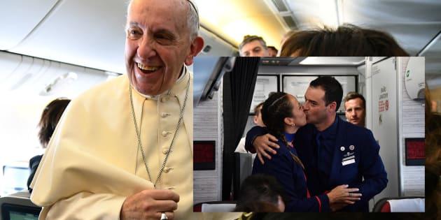 La pape François célèbre un mariage à 11.000 mètres d'altitude, une première