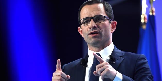 """Hamon compare la campagne de Macron à une """"OPA sur l'Elysée"""" qui """"n'a rien d'amicale"""""""