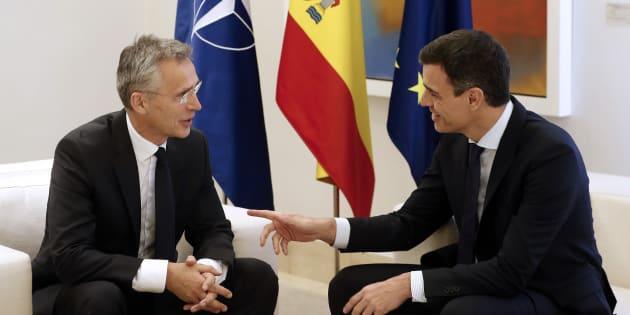 El presidente del Gobierno, Pedro Sánchez, y el secretario general de la OTAN, Jens Stoltenberg, reunidos hoy en el Palacio de la Moncloa (Madrid).