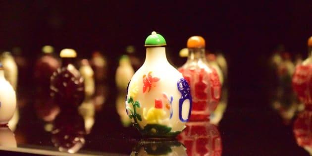 エピローグ―清朝ガラスの小宇宙」展示風景(すべて町田市立博物館)/HuffPost Japan