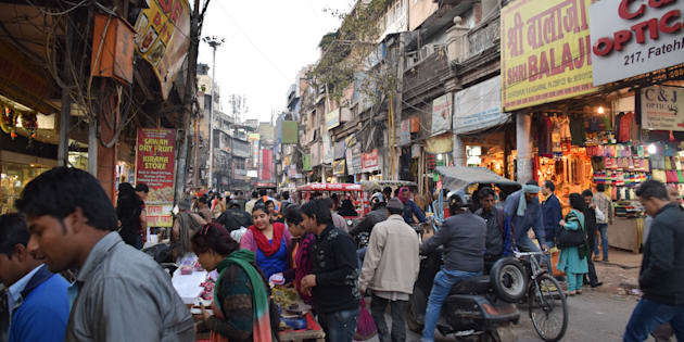 Une rue commerçante de New Delhi, en Inde.