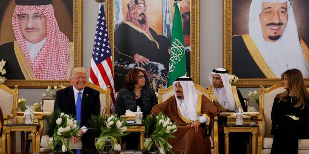Donald Trump rencontre le roi d'Arabie saoudite Salmane ben Abdelaziz Al Saoud à Riyad, Arabie saoudite, le 20 mai 2017.
