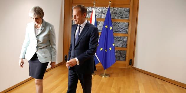 Theresa May et Donald Tusk, le 24 novembre 2017 à Bruxelles.