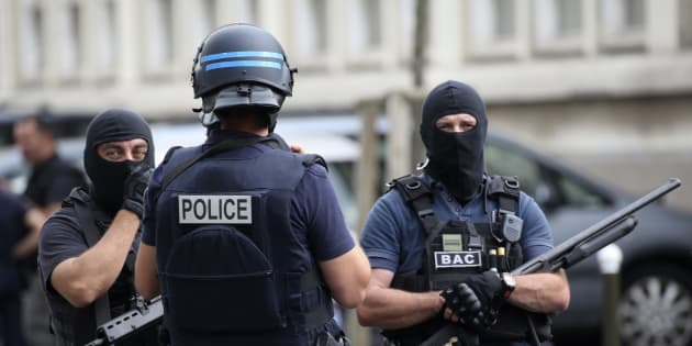 Des policiers de la BAC, en appui du GIGN en juillet à Argenteuil.