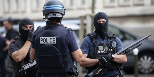 Parce que la lutte contre le terrorisme ne ressemble à aucune autre, la mutation de l'État de droit est inévitable.