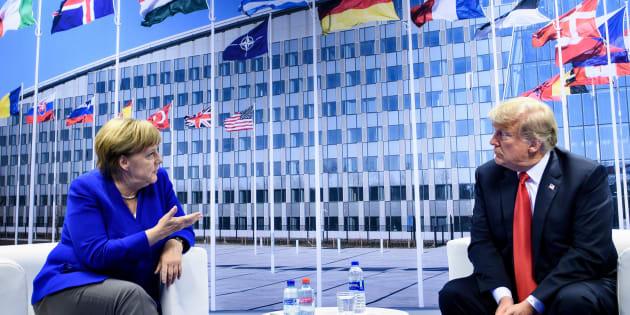 La canciller alemana Angela Merkel y el presidente estadounidense Donald Trump en la cumbre de la OTAN.