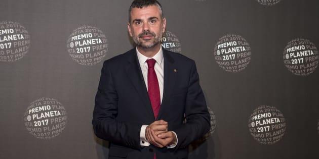 Santi Vila en la ceremonia de los Premios Planeta award en Barcelona.