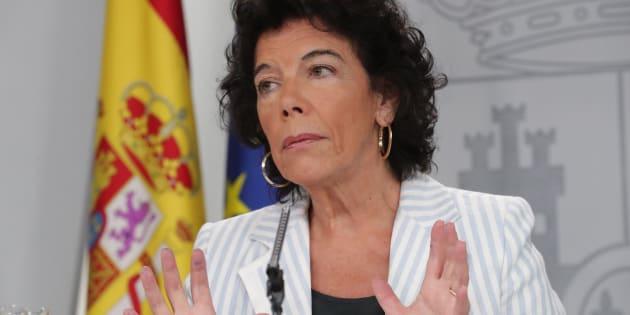 La portavoz del Gobierno, Isabel Celaá, durante la rueda de prensa de hoy.