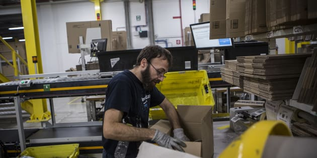 CASTEL SAN GIOVANNI, ITALY - NOVEMBER 17: An employee wraps a box of merchandise at the Amazon.com MPX5 fulfillment center on November 17, 2017 in Castel San Giovanni, Italy. Established in 2014, the 100.000 sq. metres warehouse employs a workforce of 1.600 people who processed 1.2 million items during the last Black Friday. (Photo by Emanuele Cremaschi/Getty Images)