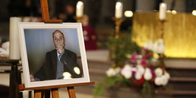 Une photo du père Jacques Hamel exposée dans la cathédrale de Rouen.