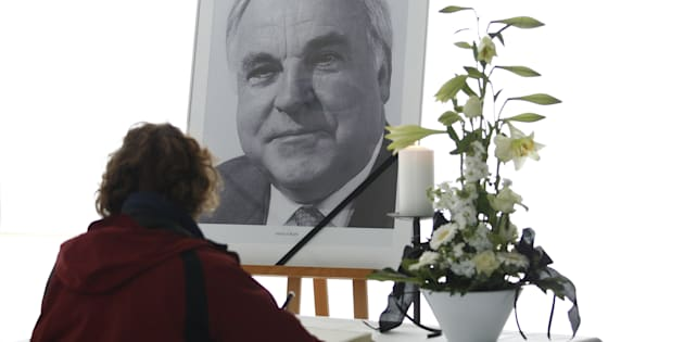 BERLIN, GERMANY - JUNE 17: Mourners sign a book of condolences next to a portrait of late former German Chancellor Helmut Kohl at the headquarters of the German Christian Democrats (CDU) on June 17, 2017 in Berlin, Germany.17, 2017 in Berlin, Germany. the CDU Party headquarters on June 17, 2017 in Berlin, Germany. Kohl, who was Christ democrat or CDU party member, chancellor of Germany for 16 years and led the country from the Cold War through to reunification, died on June 16 at the age of 87. (Photo by Michele Tantussi/Getty Images)