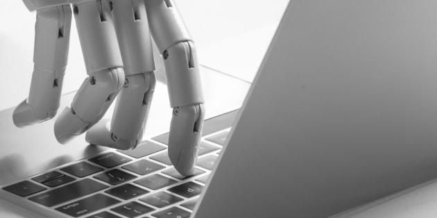 """5 raisons pour lesquelles nous devrons nous méfier des robots """"capables"""" d'émotions."""