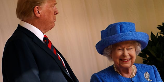 La reine a-t-elle fait passer des messages subtils avec ses broches durant la visite de Trump?