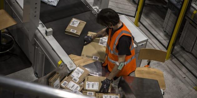 """Un employé italien d'Amazon à la veille du dernier """"Black Friday""""."""