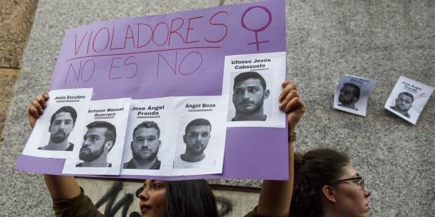 Imagen de la protesta contra la sentencia de La Manada y la agresión en los Sanfermines, el pasado 26 de abril, ante el Ministerio de Justicia (Madrid).